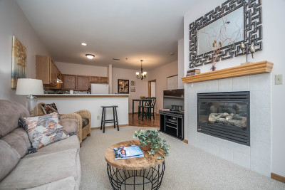 Waukesha Condo/Townhouse For Sale: 2406 Fox River Pkwy #K