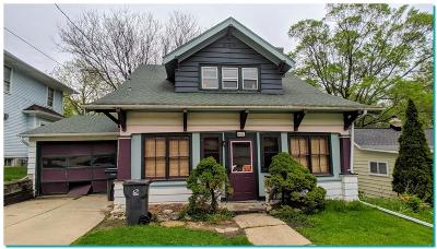 Waukesha Single Family Home For Sale: 437 N Hine Ave