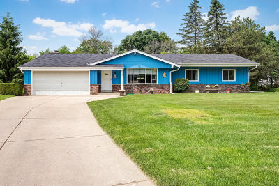 Waukesha Single Family Home Active Contingent With Offer: N21w22339 Rosewood Ct