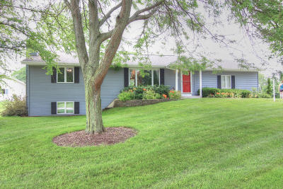 Oostburg Single Family Home For Sale: W2566 River Edge Dr