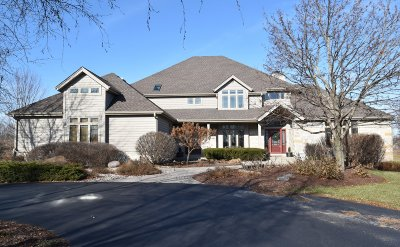 Ozaukee County Single Family Home For Sale: 7244 Ridgeview Ct