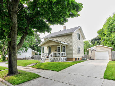 Sheboygan Single Family Home Active Contingent With Offer: 1324 Swift Ave
