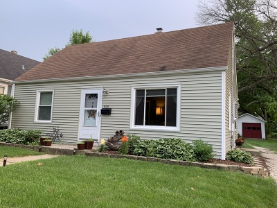 Waukesha Single Family Home Active Contingent With Offer: 929 E Racine Ave