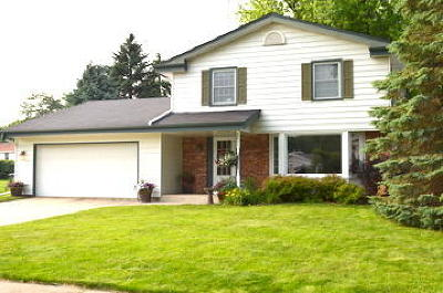 Waukesha Single Family Home Active Contingent With Offer: 2600 Lander Ln