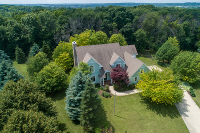 Pewaukee Single Family Home Active Contingent With Offer: N39w29393 Burning Tree Ct