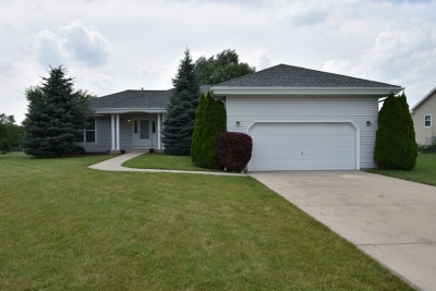 Single Family Home Active Contingent With Offer: 135 Amanda Ct