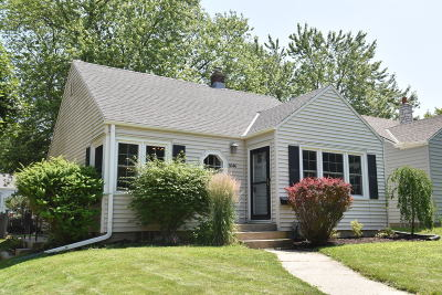 Whitefish Bay Single Family Home Active Contingent With Offer: 4646 N Woodruff Ave