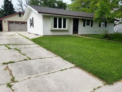 Oostburg Single Family Home Active Contingent With Offer: 836 New York Ave