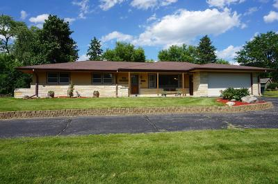Waukesha Single Family Home Active Contingent With Offer: N3w22626 Lexington Dr