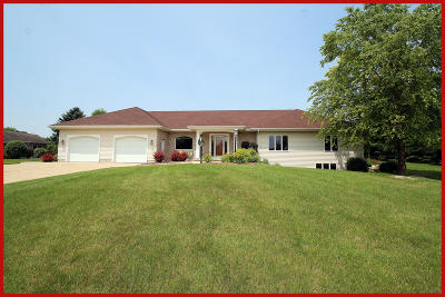 Fort Atkinson WI Single Family Home Active Contingent With Offer: $369,900