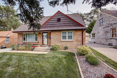 Milwaukee Single Family Home Active Contingent With Offer: 4611 W Howard Ave