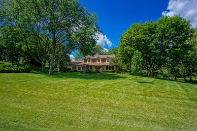 Waukesha Single Family Home For Sale: W226s4385 Coppersmith Sq