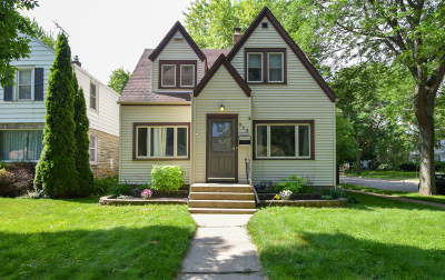 Milwaukee WI Single Family Home Active Contingent With Offer: $179,900
