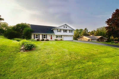 Waukesha Single Family Home For Sale: 21660 Hillcrest Dr