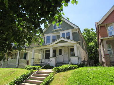 Milwaukee Single Family Home For Sale: 3235 W McKinley Blvd