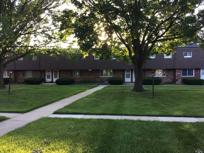 Waukesha Condo/Townhouse Active Contingent With Offer: 1104 Fleetfoot Dr #E