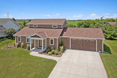 Plymouth Single Family Home For Sale: 1032 Larkspur Rd
