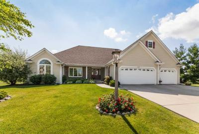 Oconomowoc Single Family Home Active Contingent With Offer: 1217 Ridgeside Rd