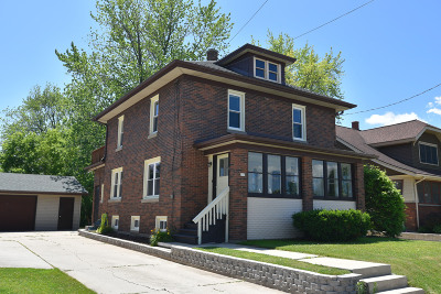 Oostburg Single Family Home For Sale: 917 Michigan Ave