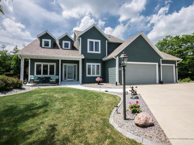 Single Family Home Active Contingent With Offer: S94w12560 Cottontail Ct