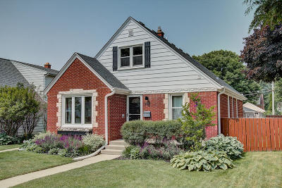 Milwaukee Single Family Home For Sale: 3157 N 80th St