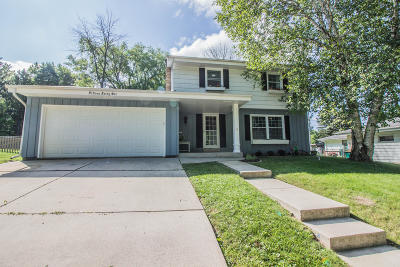 Port Washington Single Family Home Active Contingent With Offer: 1546 Parkview Ln