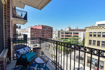 Milwaukee County Condo/Townhouse Active Contingent With Offer: 102 N Water St #511
