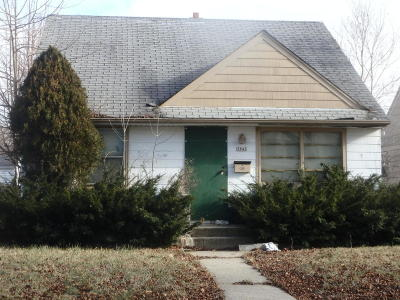 Milwaukee Single Family Home For Sale: 5842 N 65th St