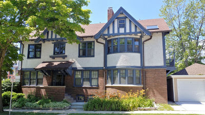 Milwaukee Condo/Townhouse For Sale: 2205 N Summit Ave