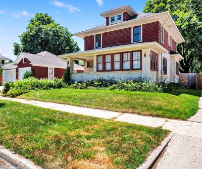 Waukesha Single Family Home Active Contingent With Offer: 812 Woodward St