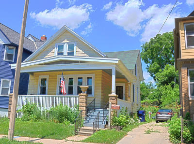 Milwaukee Single Family Home For Sale: 612 E Lincoln Ave