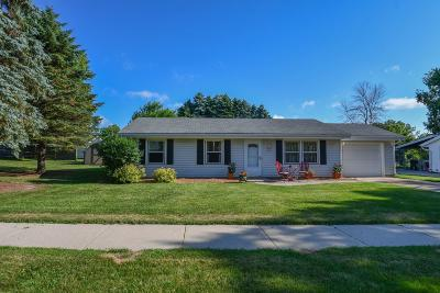 West Bend Single Family Home For Sale: 2416 Deerfield Dr