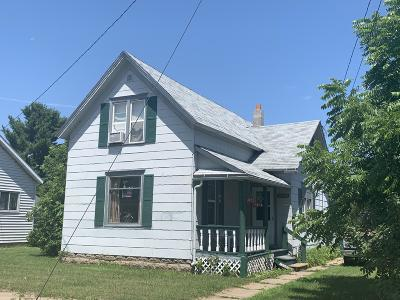 Menominee Single Family Home For Sale: 1200 West Dr