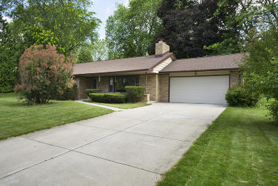 Brookfield Single Family Home Active Contingent With Offer: 16000 Brentwood Dr