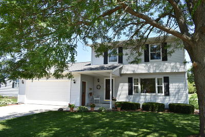 Cedar Grove WI Single Family Home Active Contingent With Offer: $219,900