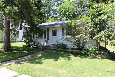 Lake Geneva Single Family Home Active Contingent With Offer: 1311 Pleasant St