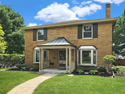 Whitefish Bay Single Family Home For Sale: 1729 E Cumberland Blvd