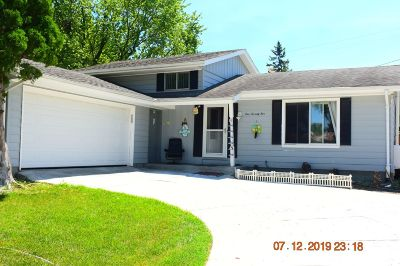 Oak Creek Single Family Home For Sale: 175 E Golden Ln