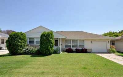 Kenosha Single Family Home For Sale: 8255 26th Ave