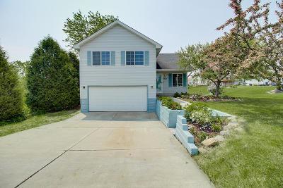 Oak Creek Single Family Home For Sale: 911 W Cardinal Cir