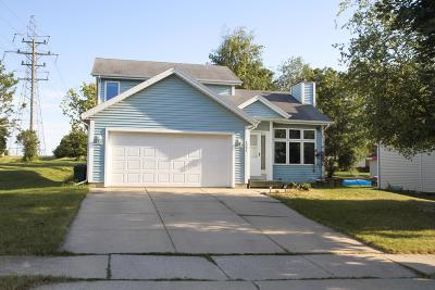 Waukesha Single Family Home Active Contingent With Offer: 1335 Danny St