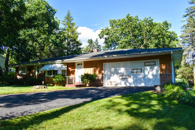 Waukesha Single Family Home Active Contingent With Offer: 1210 Sunny Crest Dr