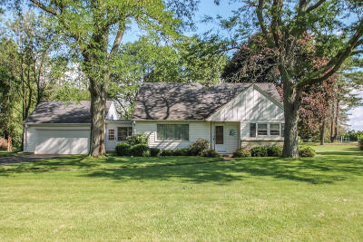Brookfield Single Family Home For Sale: 17530 Bonnie Ln