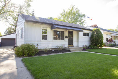 Milwaukee Single Family Home For Sale: 3281 S 69th St
