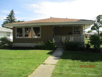 Milwaukee Single Family Home For Sale: 6600 W Dodge Pl