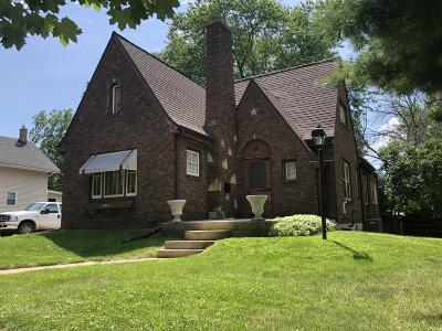 Elkhorn Single Family Home For Sale: 328 N Broad St