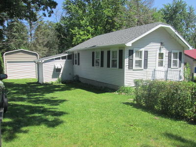 Lake Geneva Single Family Home Active Contingent With Offer: N3230 Larch Rd