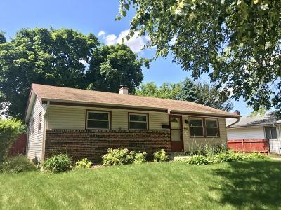 Milwaukee Single Family Home For Sale: 8142 W Beechwood Ave