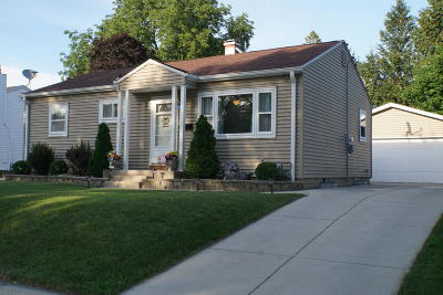 Milwaukee Single Family Home For Sale: 3336 S 66th