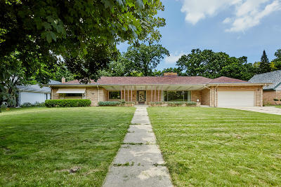 Wauwatosa Single Family Home Active Contingent With Offer: 7436 Maple Ter